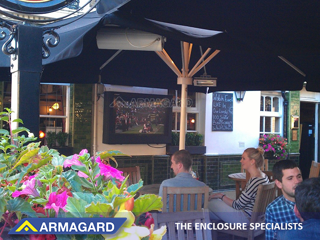Outdoor Screen for Pub