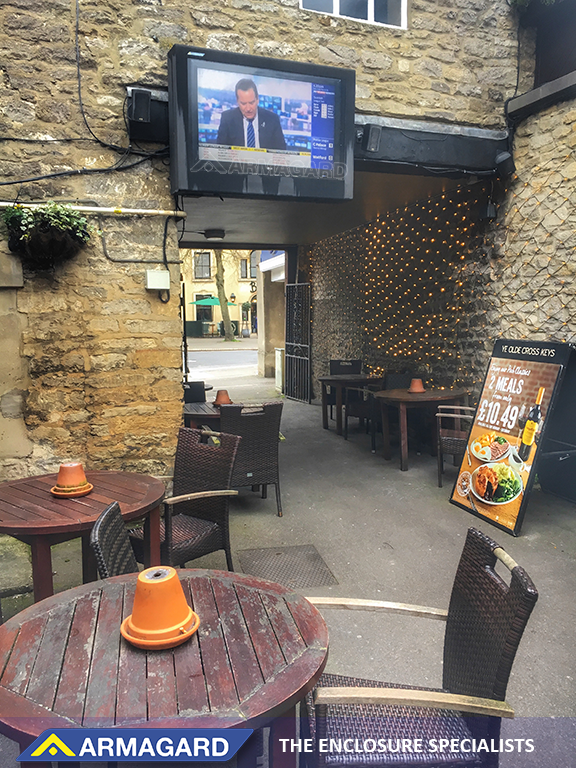 Outdoor Screen Pub